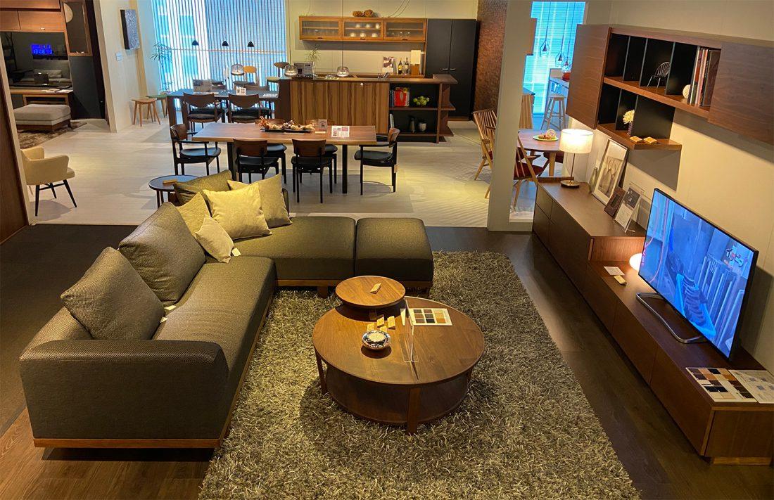 ダイニングからリビング、そして家具と調和するキッチン収納に室内ドアまで、上質な生活空間をトータルでご提案致します。