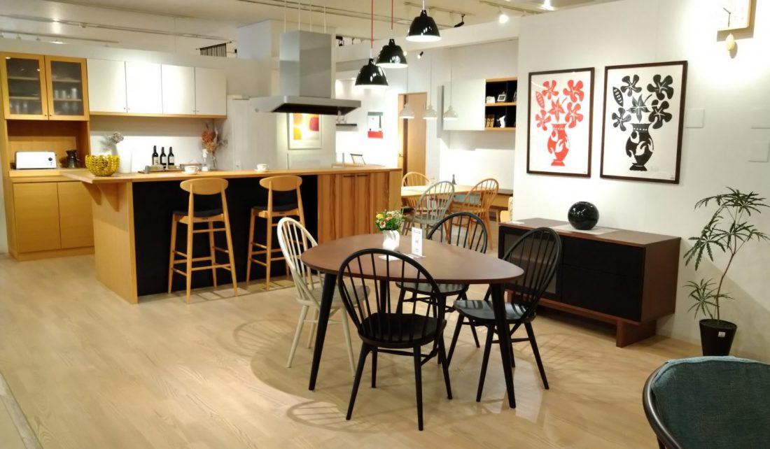 家具はもちろん、建具や壁面収納・キッチン対面カウンターなどトータルでご覧頂ける体感型ショールームです。