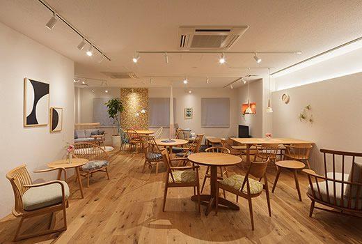 あたたかみのある木質家具の良さと使い心地を体感できるショールーム2階。
