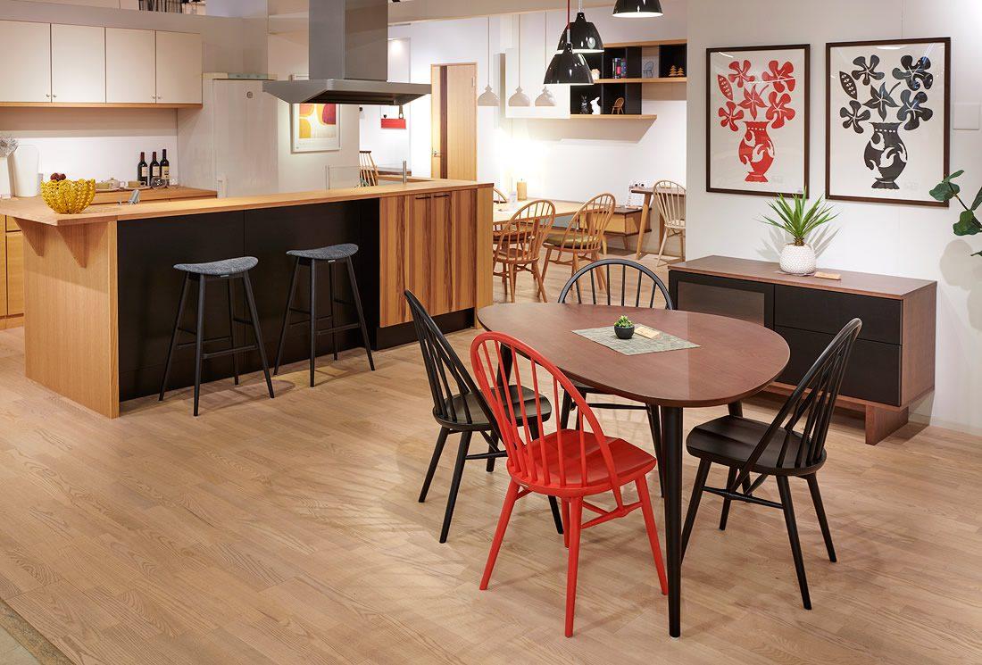 家具だけでなく、インテリアには欠かせない建具や壁面収納、キッチンカウンターなどトータルでご覧頂けるショールームです。